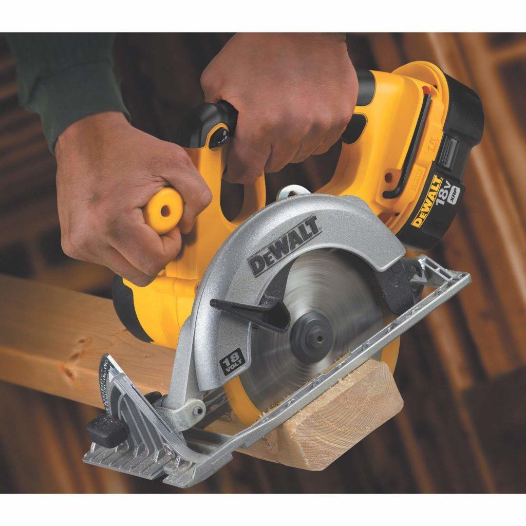 DEWALT Bare-Tool DC390B 6-1.2-Inch 18-Volt Cordless Circular Saw