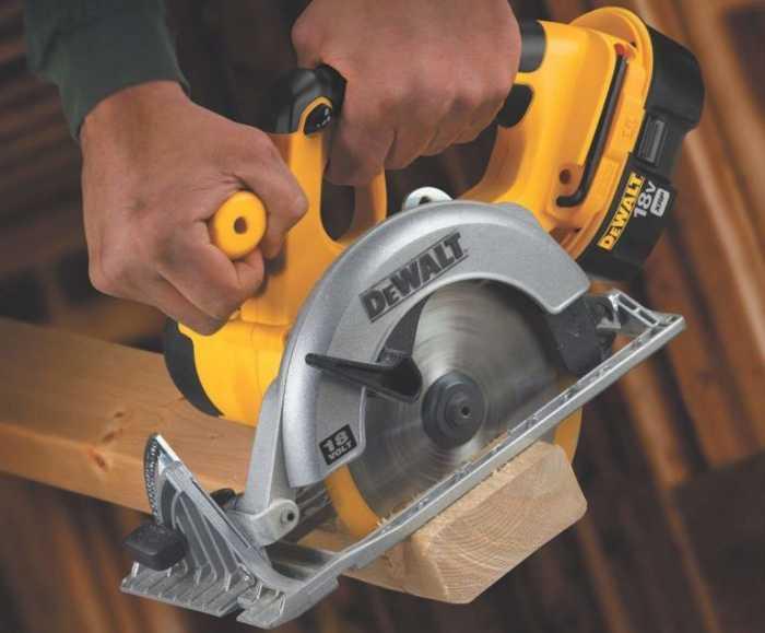 DEWALT-Bare-Tool-DC390B-6-1.2-Inch-18-Volt-Cordless-Circular-Saw